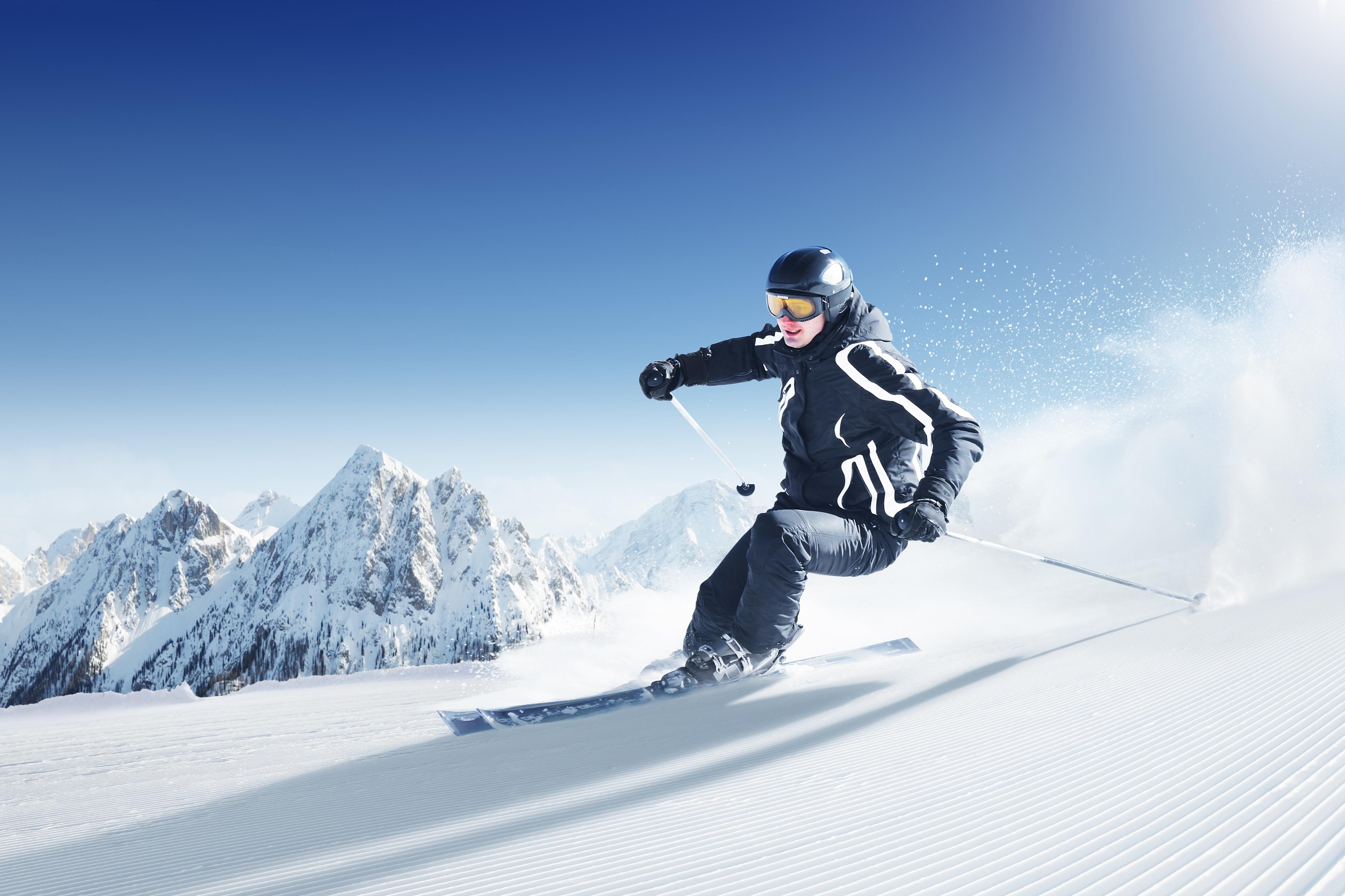 Лыжник прыжок горы небо  № 3309017  скачать