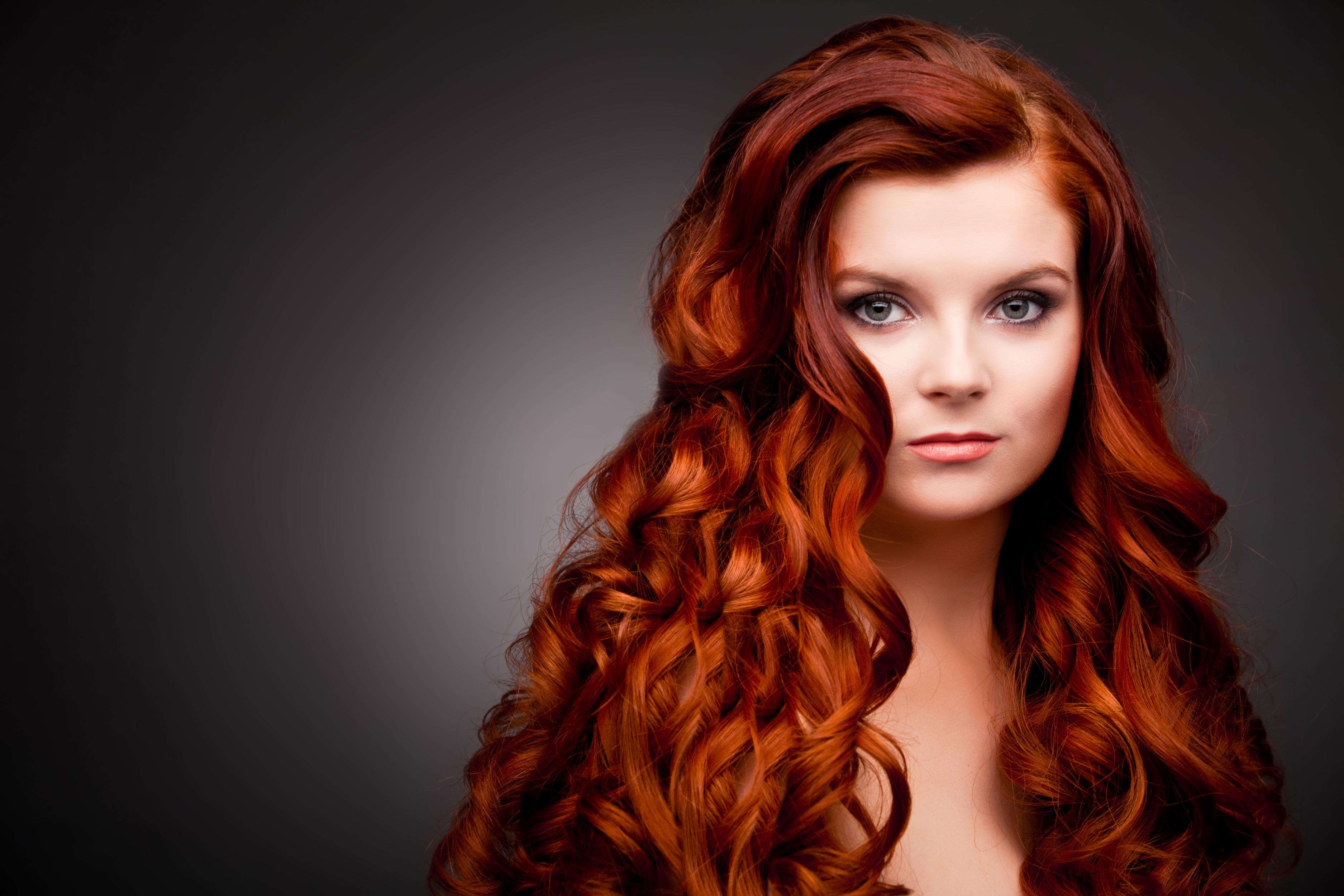 Укладка для длинных рыжих волос 92