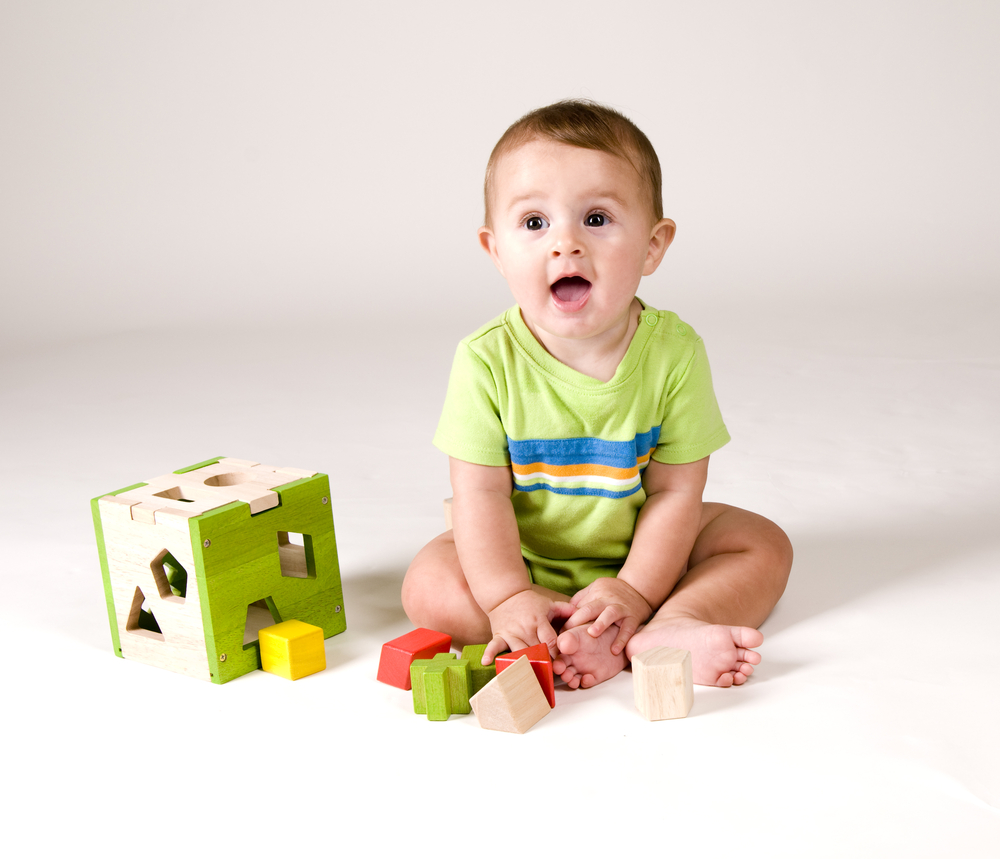 Ребенок с кубиками картинка