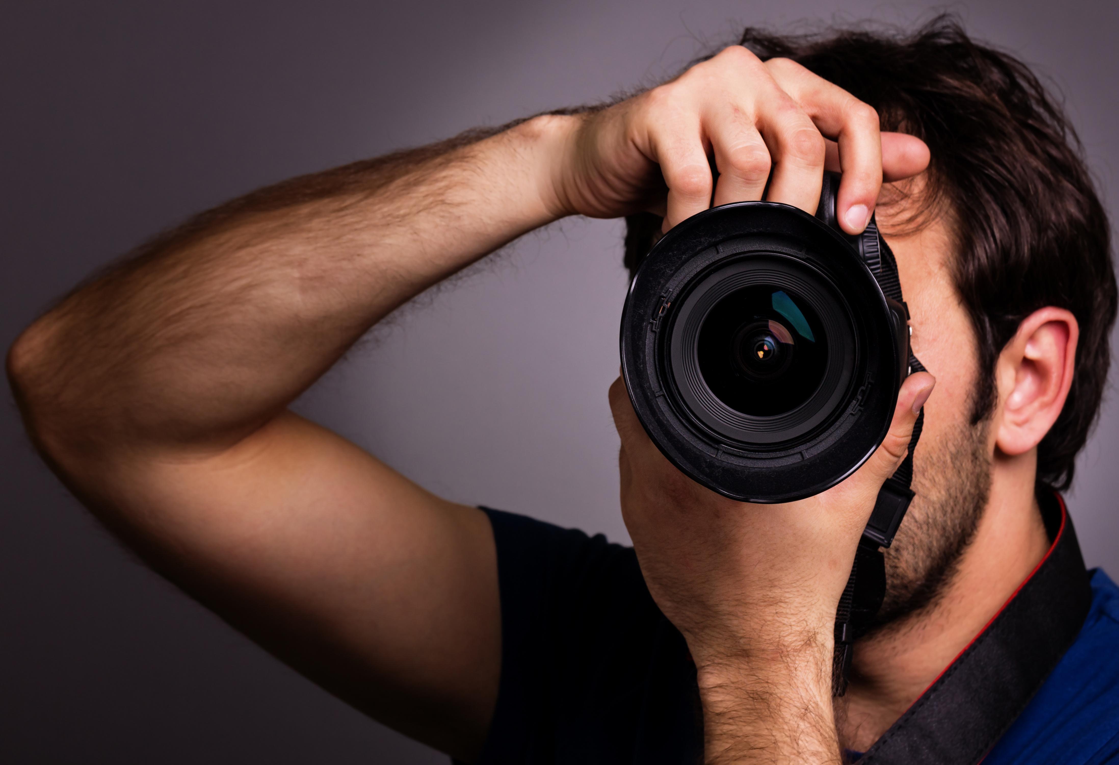 Парень фотограф работа девушек моделей