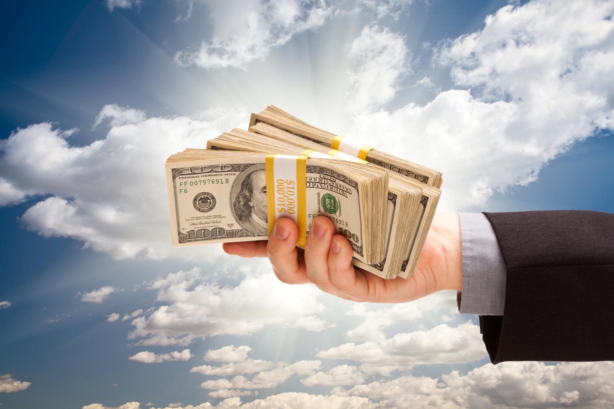 Деньги в руках — Money in hands