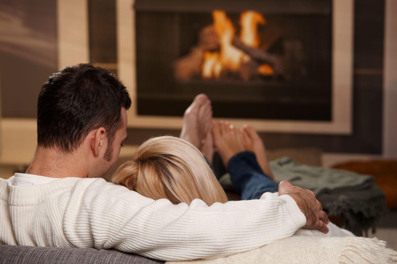 Отдых девушка и парень домашних