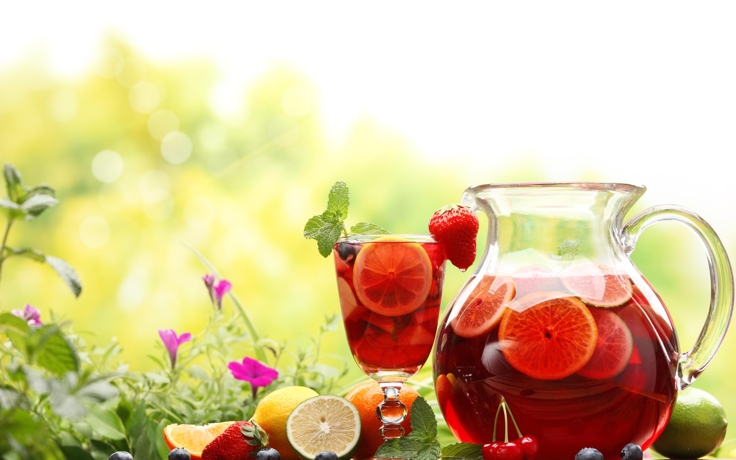 еда напитки лайм лимон апельсин клубника вишня коктейль food drinks lime lemon orange strawberry cherry cocktail  № 2154651  скачать