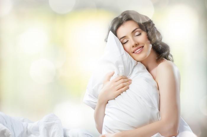 Женщина с подушкой - Woman with pillow