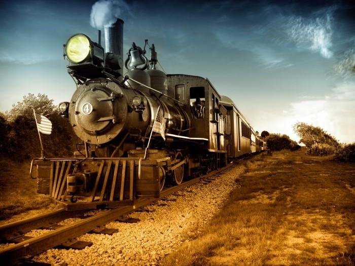 Старый паровоз вдоль железного пути.