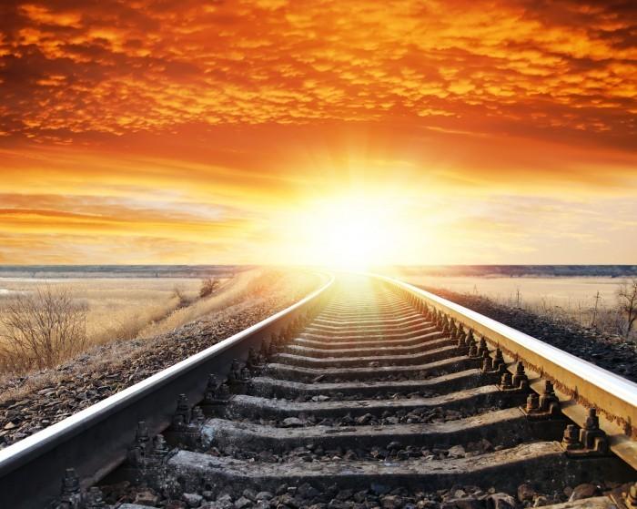 Качественнный растровый клипарт с изображением железной дороги с закатом.