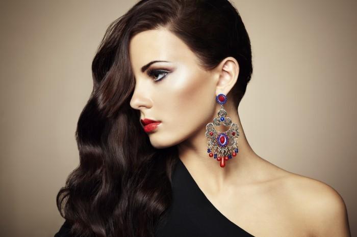 Красивая женщина и ювелирные изделия - Beautiful Woman With Jewelry