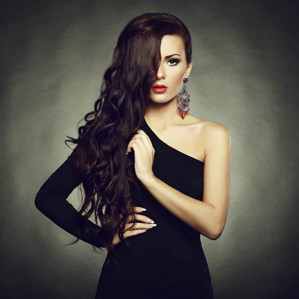 Красивая женщина в ювелирных изделиях - Beautiful woman with jewelry