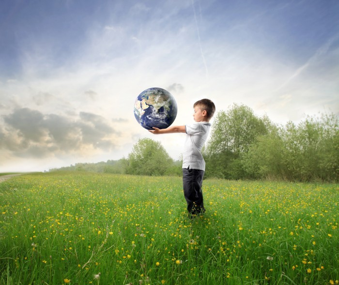 Fotolia 25848370 Subscription XXL1 Мальчик с шаром Земли   Boy with the ball of the Earth