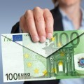 Валютная единица номиналом 100 евро в виде конверта.