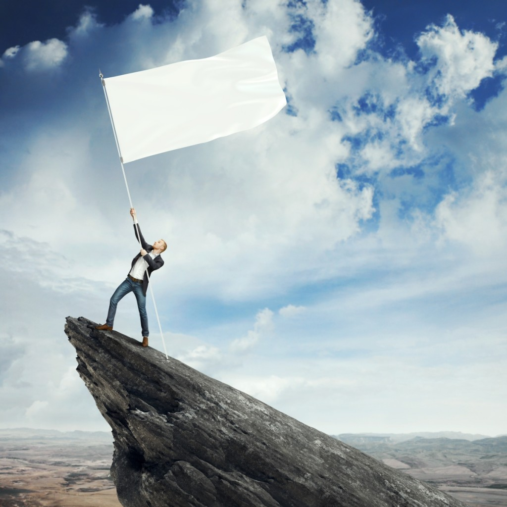 Fotolia 53928989 Subscription XXL 1024x1024 Мужчина с белым флагом на камне   Man with white flag on rock