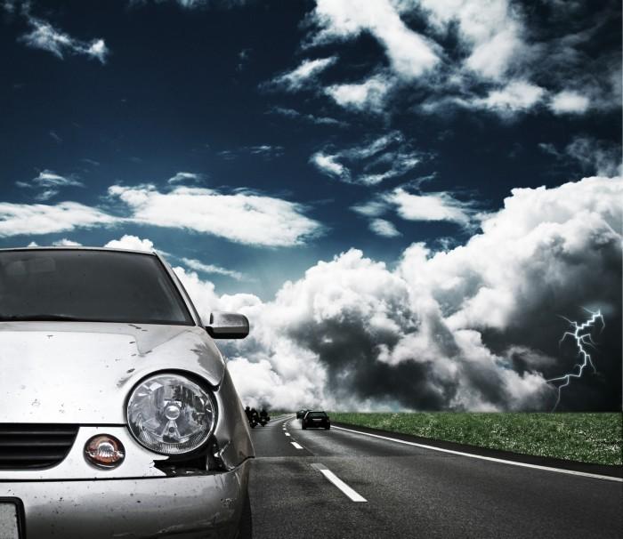 Стоковая фотография с изображениям края авто спереди на дороге .