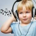 Девочка с наушниками — Girl with headphones
