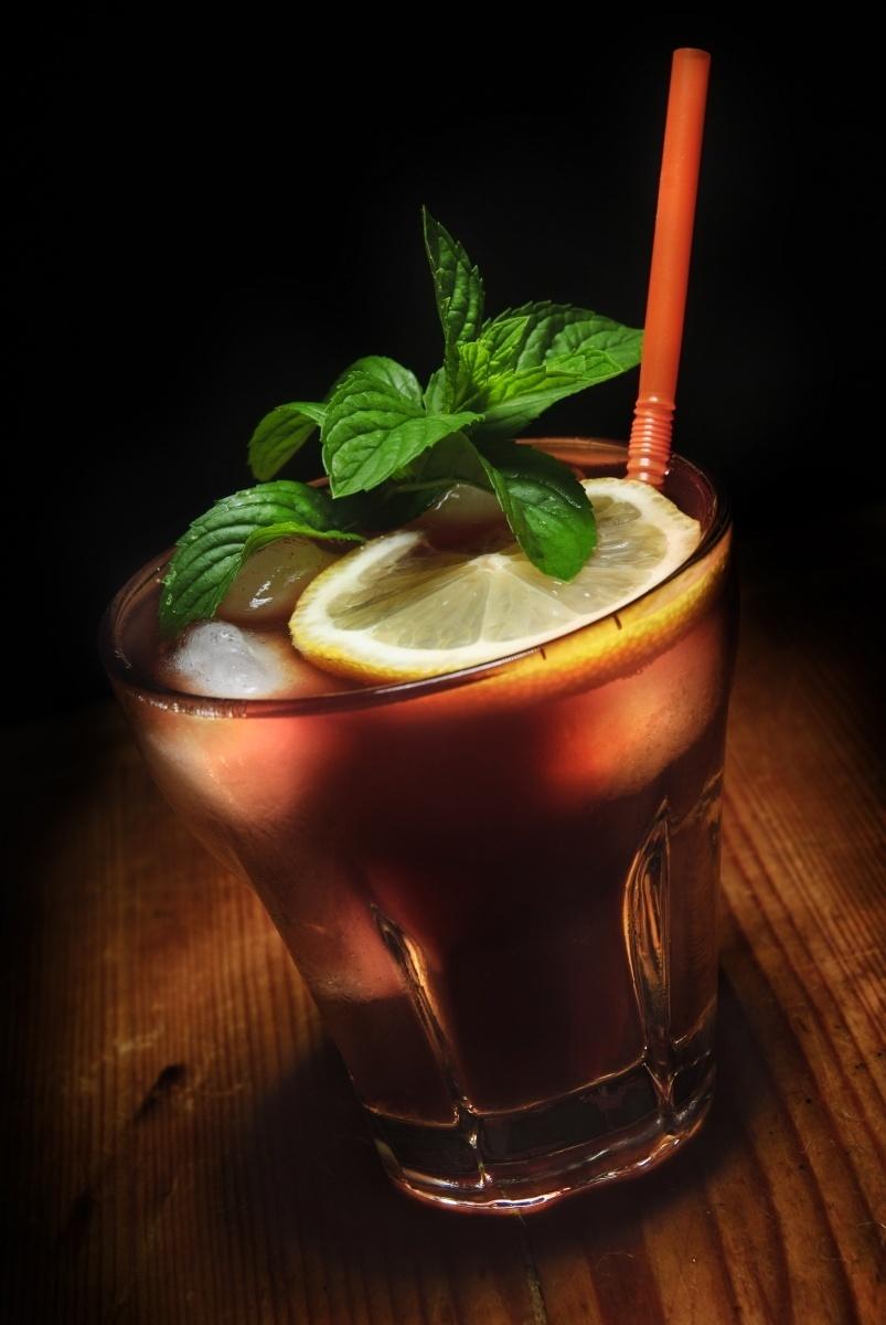 Алкогольный коктейль — Alcoholic cocktail