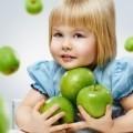 Девочка с яблоками — Girl with apples