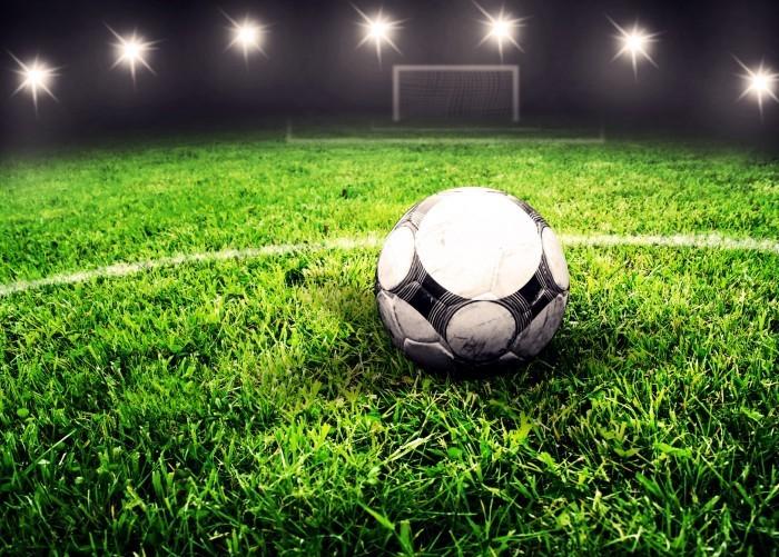 Мальчик с футбольным мячом картинки