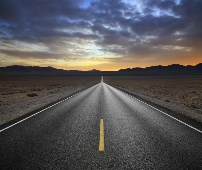 Качественный растровый клипарт с изображением дороги на фоне заката.