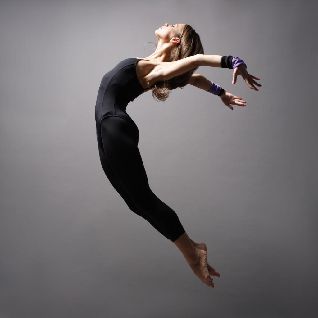 girldance 1024x1024 Девушка в прыжке   Girl in jump