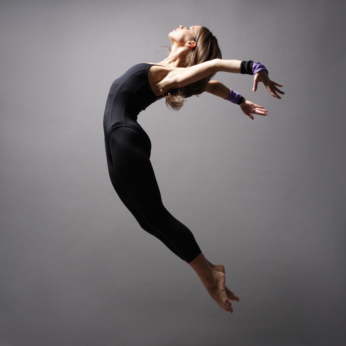 Девушка в прыжке - Girl in jump