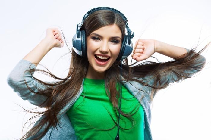 Девушка в наушниках - Girl in headphones