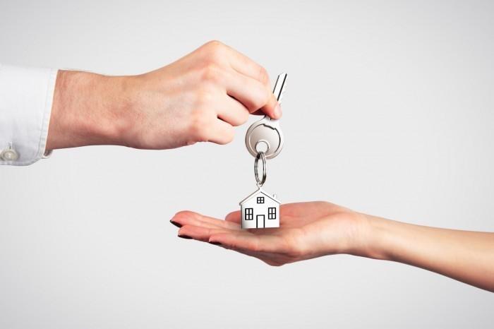 Ключи в руках - Keys in hand