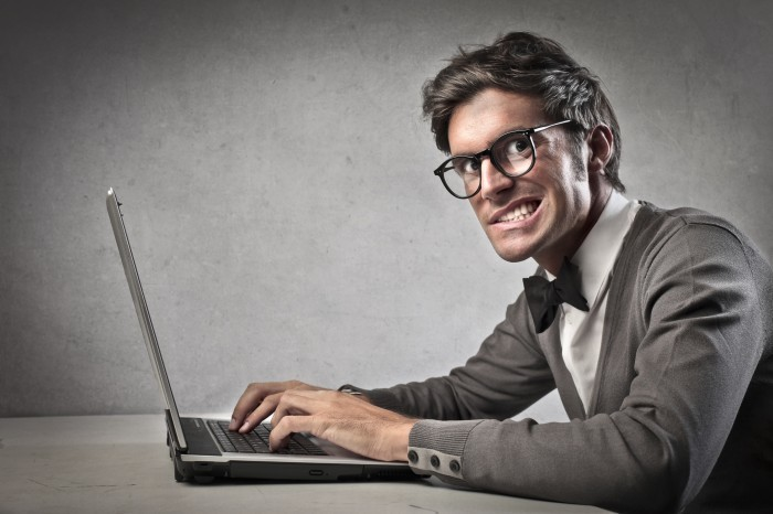 Мужчина и ноутбук - Man and laptop