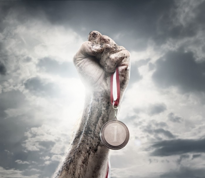 Медаль в руке - Medal in hand