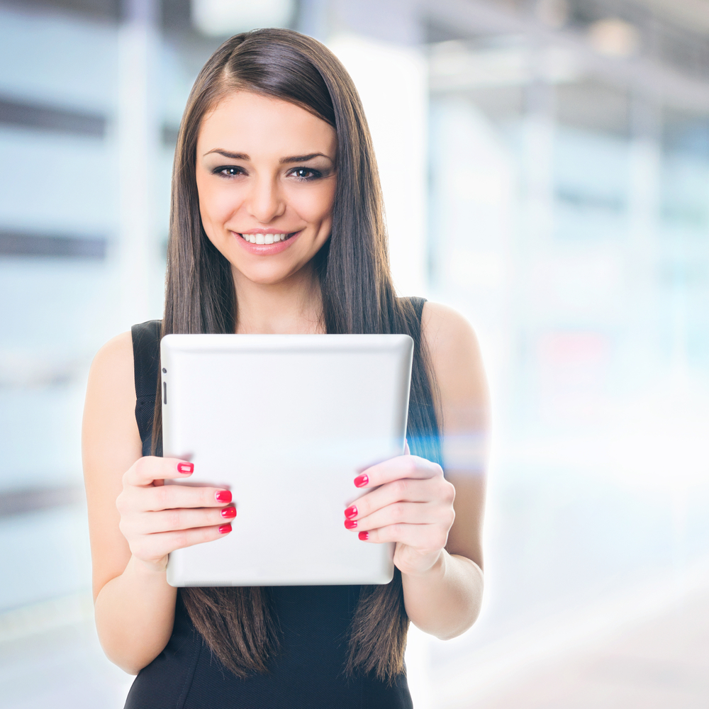 shutterstock 134195213 Девушка с планшетом   Girl with a tablet