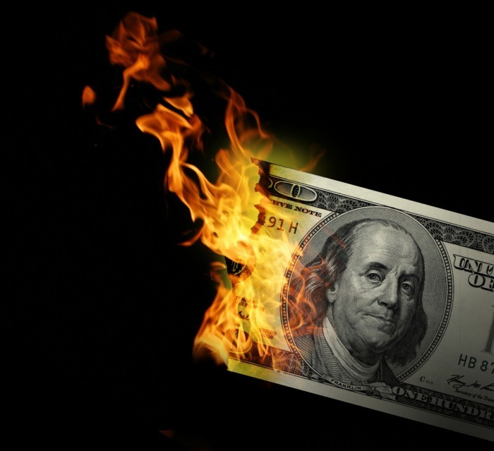 shutterstock 31503808 Горящие деньги — Burning money