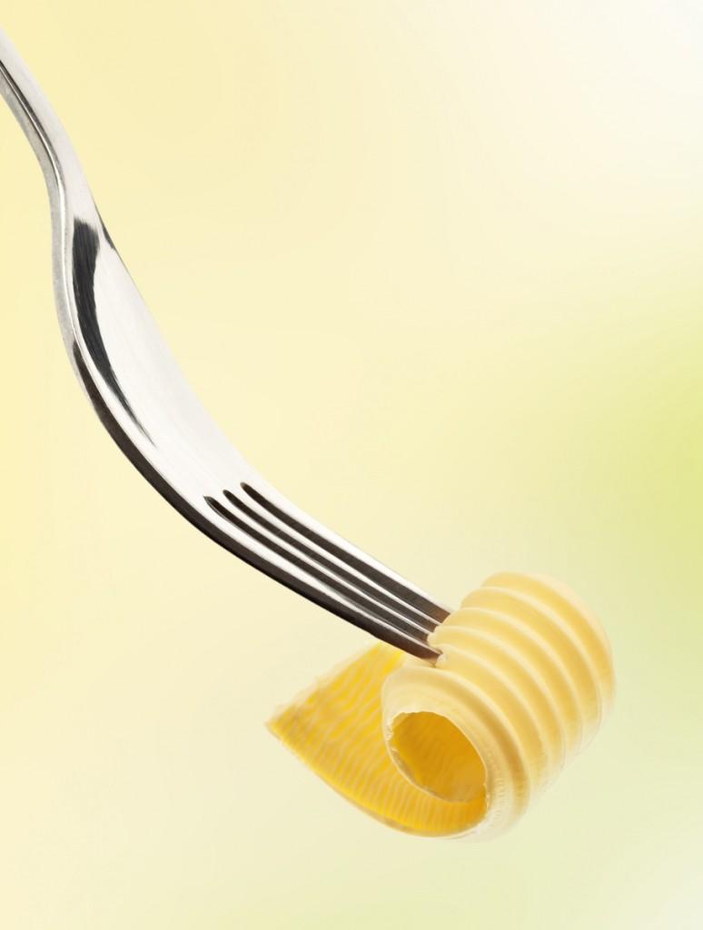 shutterstock 33603763 774x1024 Сливочное масло на вилке   Butter on fork