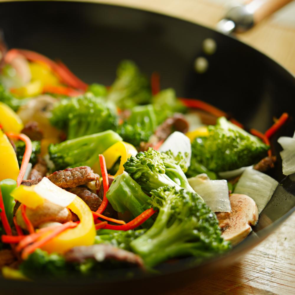 shutterstock 59530873 Овощи на сковороде   Vegetables in a pan