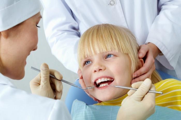 shutterstock 75103528 Зубной врач — Dentist