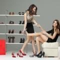 Примерка обуви - Trying on shoes