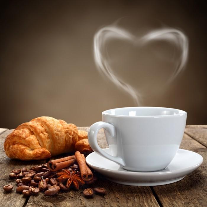 firestock cofee cup 30082013 700x700 Ароматный кофе с круассаном   Aromatic coffee and a croissant