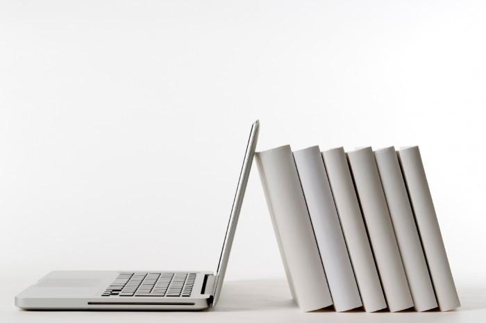 istock 000015493762medium Ноутбук и книги   Laptop and books