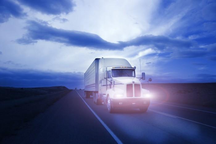 j0409760 Американский грузовик на автостраде   American truck on highway