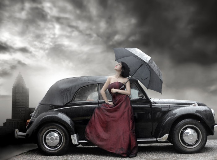 shutterstock 37224571 Девушка в бордовом платье возле машины   Girl in a burgundy dress near the car