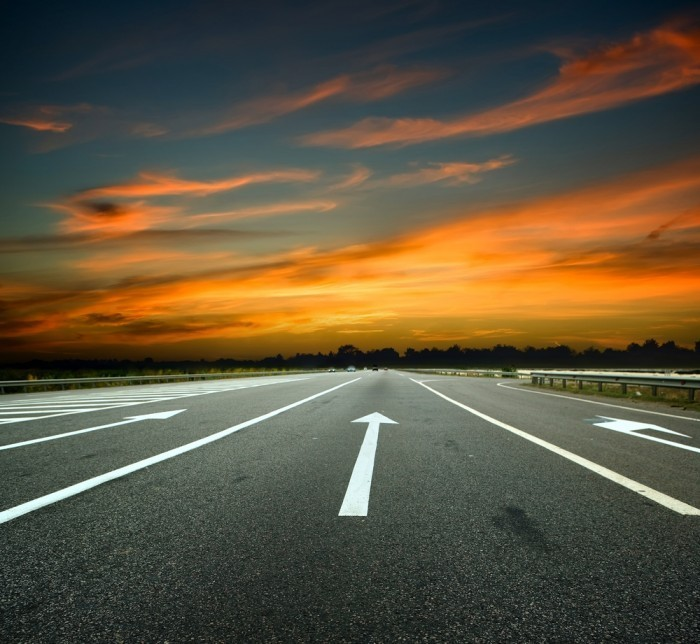 shutterstock 62906206 Дорога с метками на фоне заката   Road to the marks on the sunset background