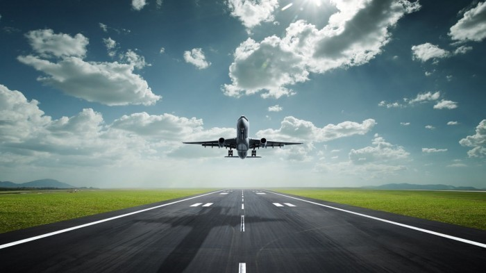 Amazing lifting off airplane 1080x1920 Самолет на взлетной полосе   Plane on the runway