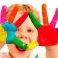 Разноцветные руки ребенка - Multi-colored child's hand