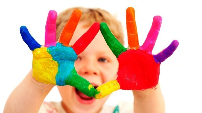Cute colorful baby 1920x1080 Разноцветные руки ребенка   Multi colored childs hand