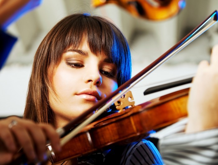 Fotolia 19813728 Subscription L Скрипачка   Violinist