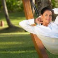 Женщина в гамаке на природе - Woman in a hammock on the nature