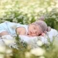 Ребеночек спит на природе - Вaby sleeps outdoors