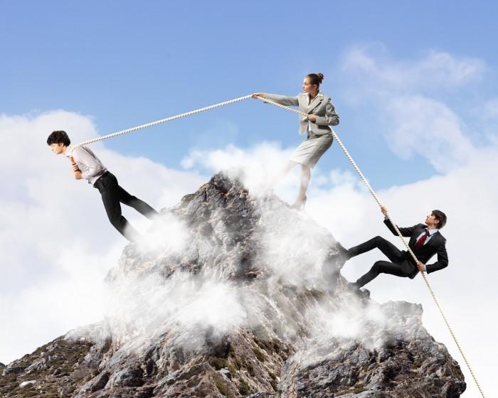 firestock rock businessman 02 09092013 Люди взбираются на гору держась за канат   People climb up the mountain clinging to the rope