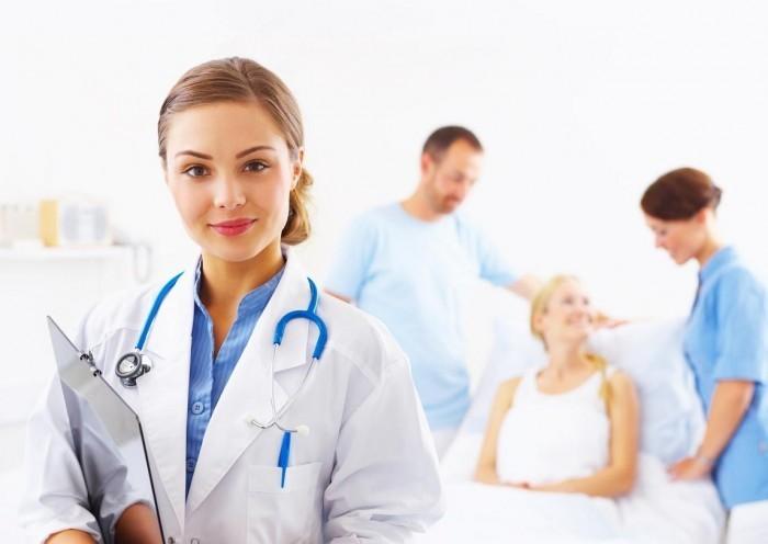 fotolia 3672690 m 1 Доктор на фоне пациентов   Doctor against patients