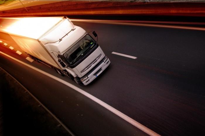 gruzoperevozki 10 Белый грузовик на дороге   White truck on the road