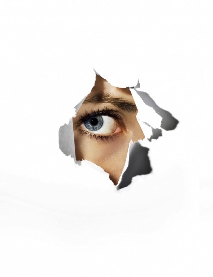 istock 000006098990low 700x911 Глаз девушки через бумагу   Girl eye through the paper