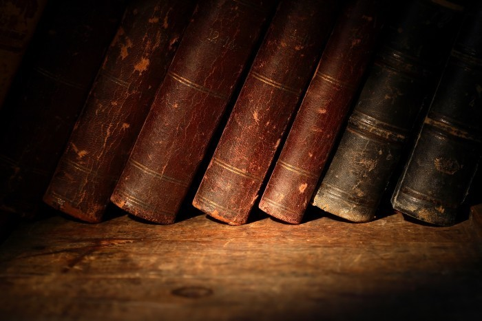 shutterstock 114249982 Старые книги   Old books
