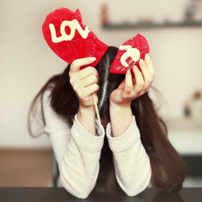 shutterstock 123062683 700x700 Девушка с сердцем love   Girl with heart love